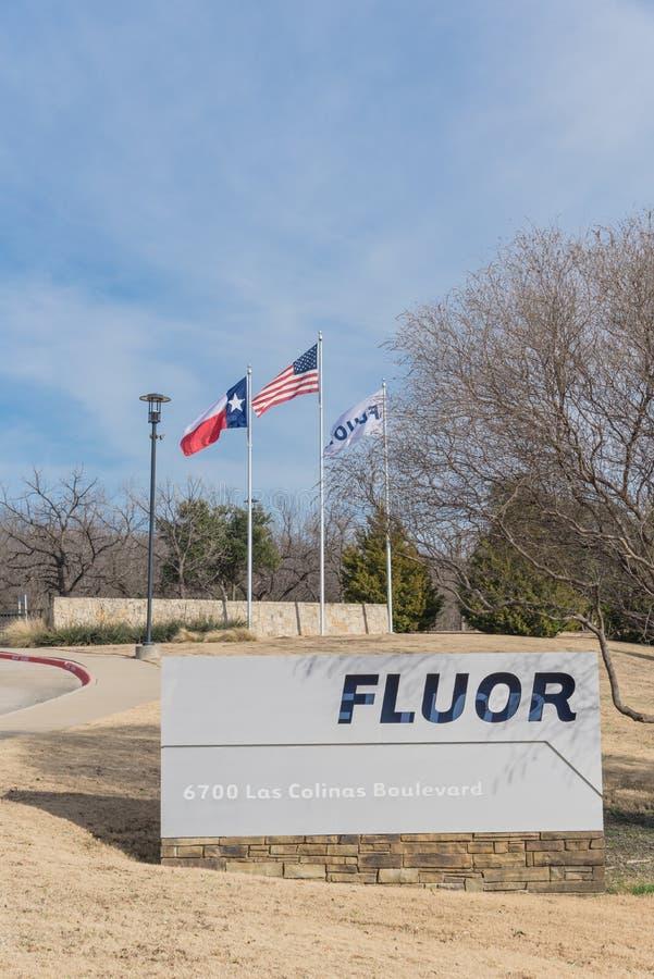 Ingång till världshögkvarter av Fluor Korporation i Irving, arkivbilder