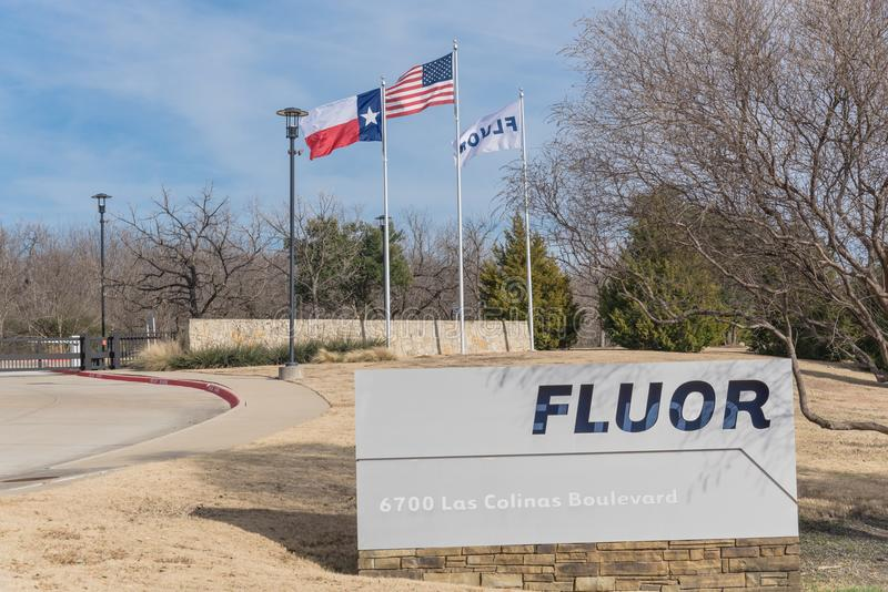 Ingång till världshögkvarter av Fluor Korporation i Irving, arkivbild