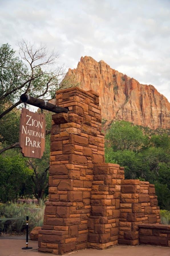 Ingång till Zion National Park i Utah royaltyfri foto