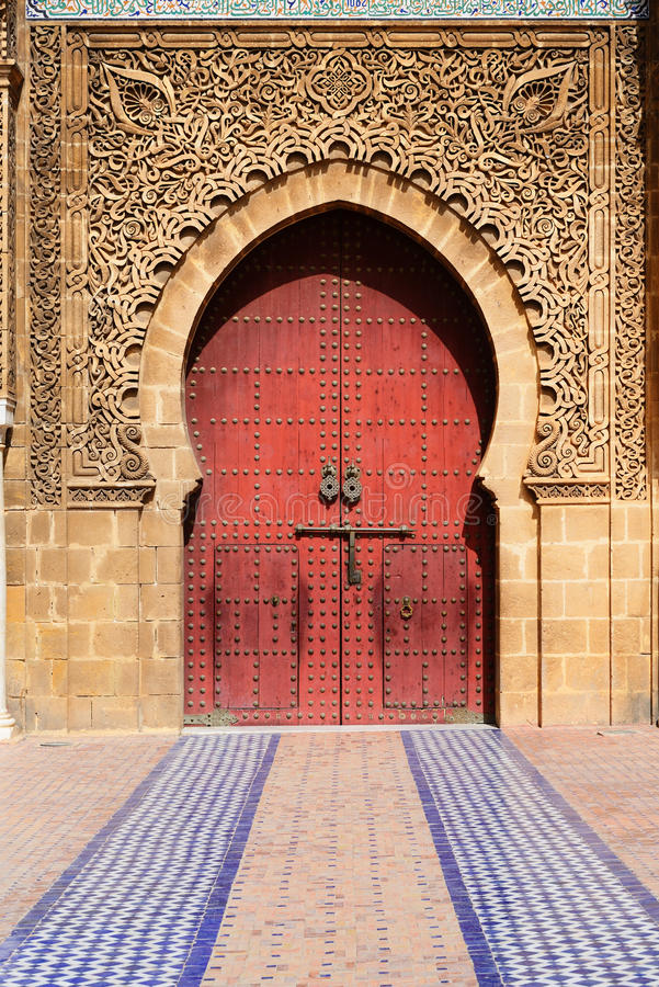 Ingången av Moulay Ismail Mausoleum Meknes Marocko royaltyfri foto