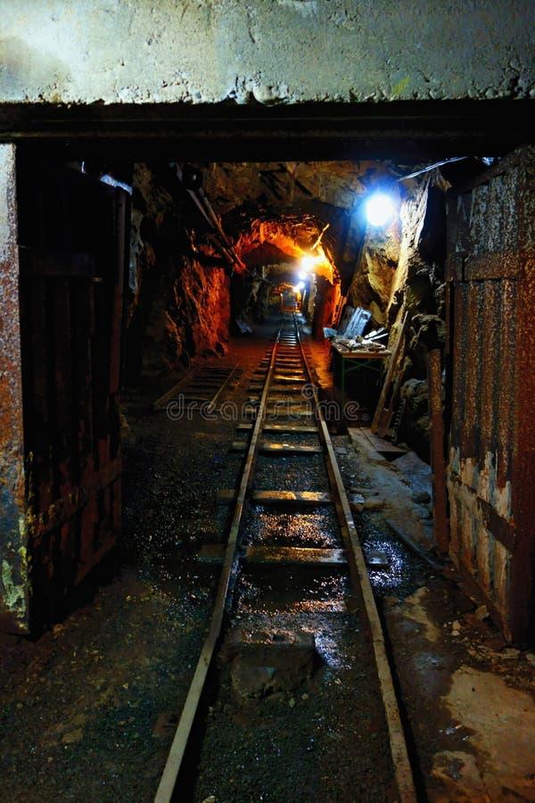 Ingången till uranminen arkivbild