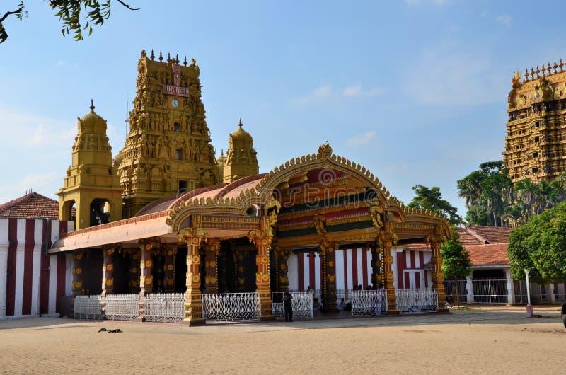 Ingångs- och gopuramtorn av Nallur Kandaswamy den hinduiska templet till Lord Murugan Jaffna Sri Lanka arkivbild