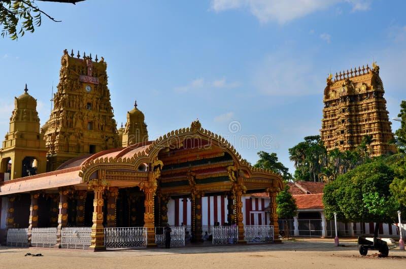 Ingångs- och gopuramtorn av Nallur Kandaswamy den hinduiska templet till Lord Murugan Jaffna Sri Lanka fotografering för bildbyråer