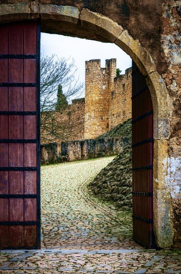 Ingångsdörröppning till kloster av Kristus, Tomar, Portugal royaltyfria foton