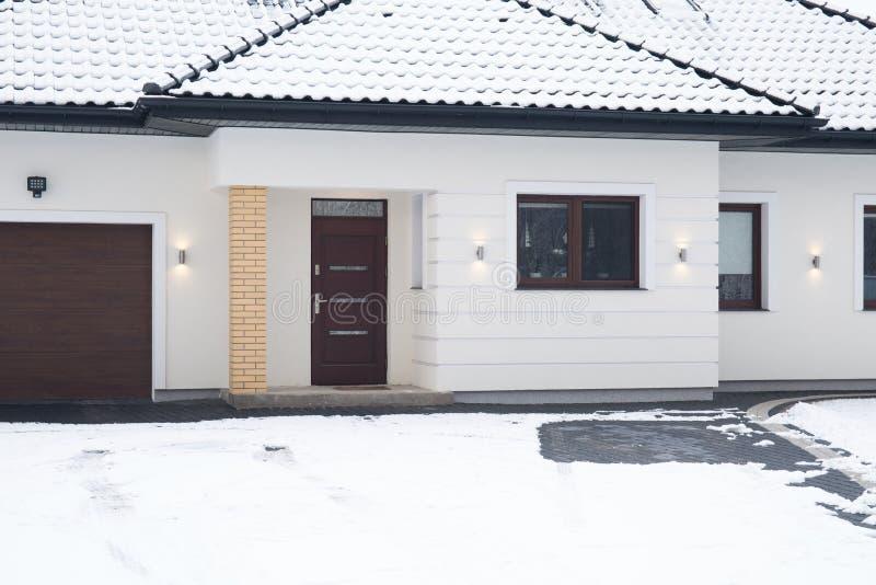 Ingångsdörr till huset arkivfoton