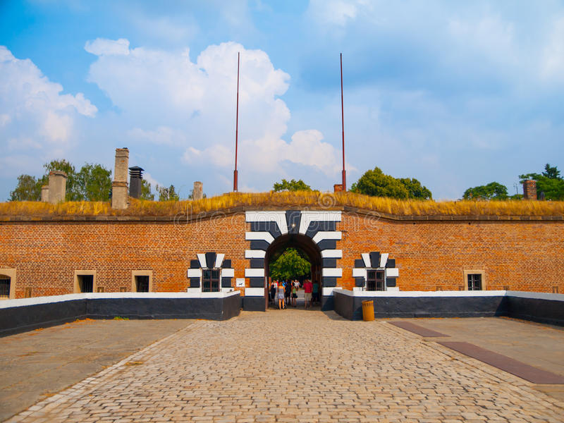 Ingångsport till den lilla fästningen av Terezin arkivfoto
