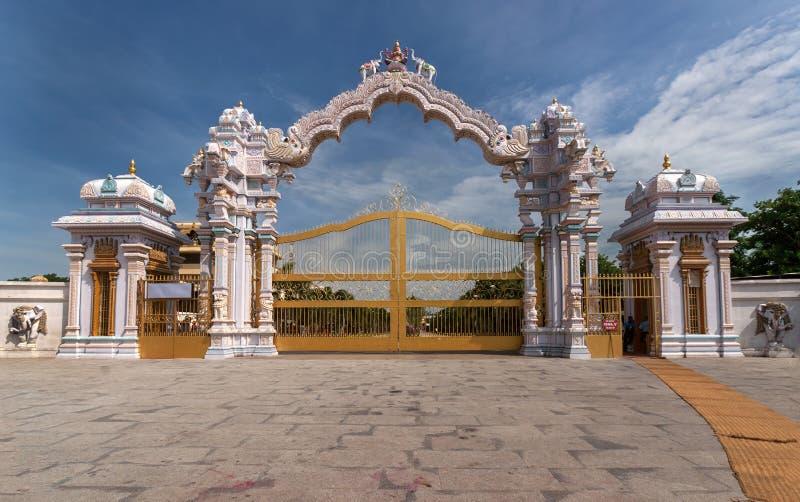 Ingångsporten av Sripuram i Vellore. royaltyfri foto