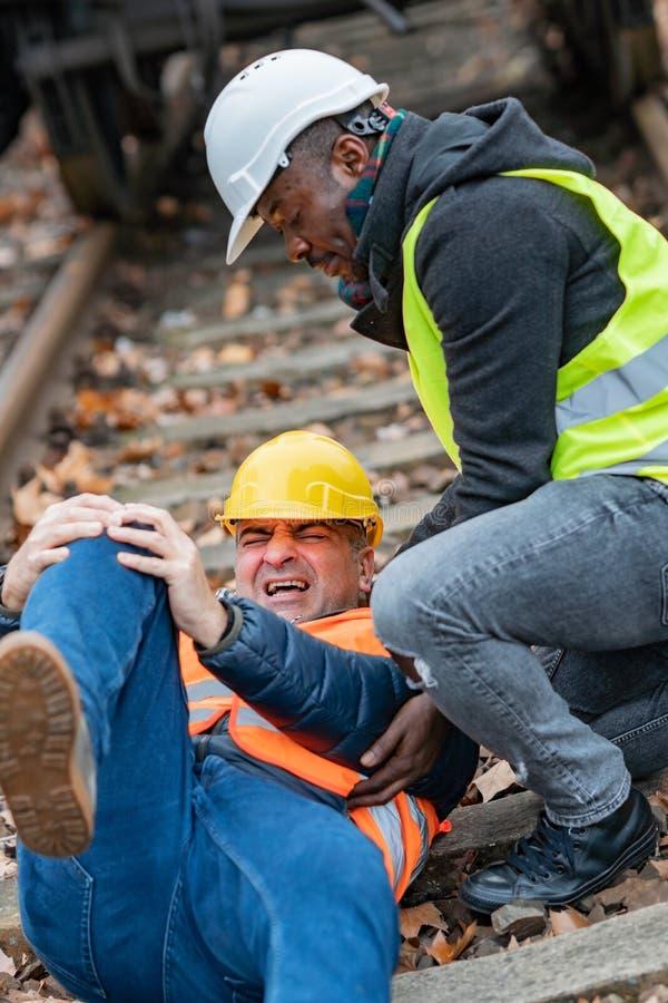 Ingénieur blessé au travail photos libres de droits