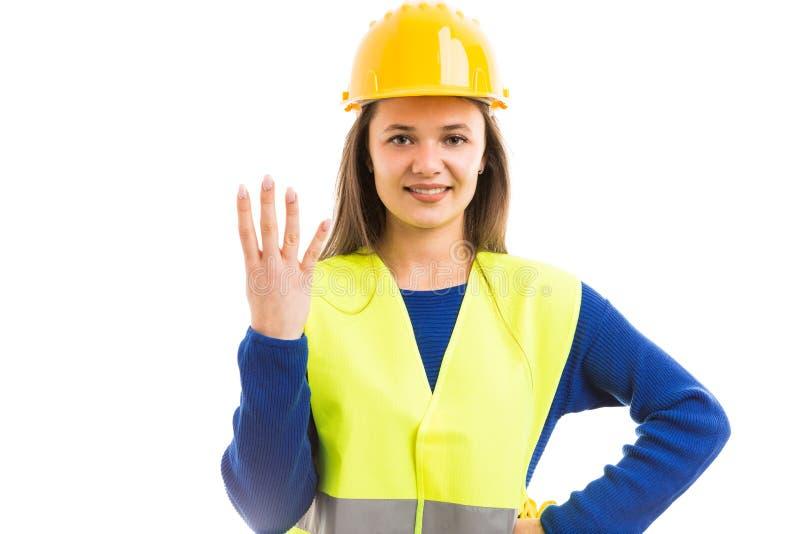 Ingénieur de jeune femme montrant le numéro quatre photo stock