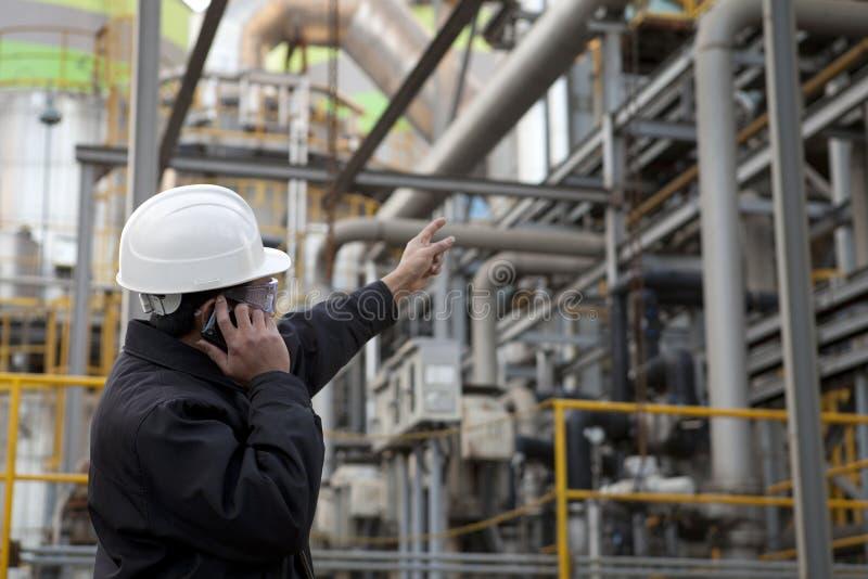 Ingénieur de raffinerie de pétrole images libres de droits