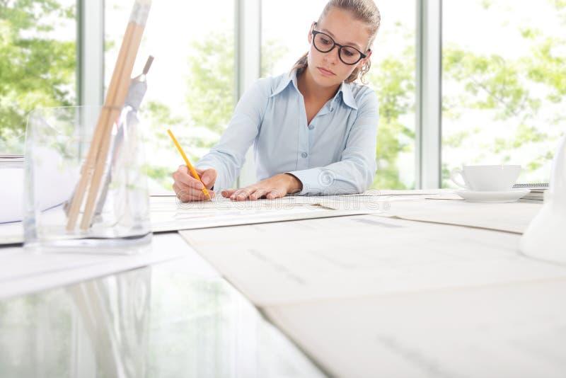 Ingénieur Design Working d'architecte dans le bureau, concept de planification photographie stock libre de droits