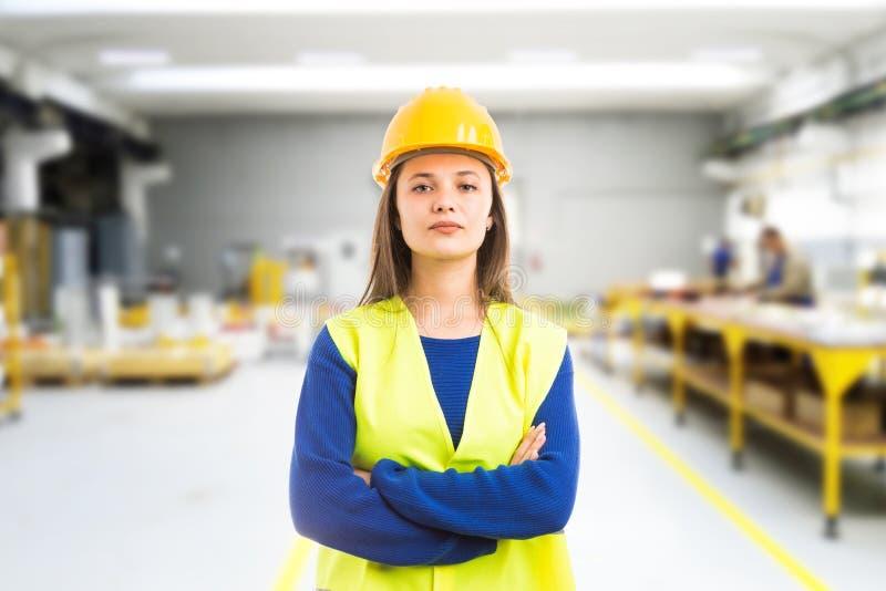 Ingénieur fier de jeune femme images stock