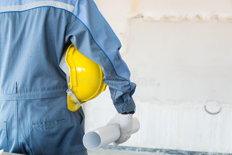 Ingénieur ou technicien masculin Architect dans la participation de costume de protection images libres de droits