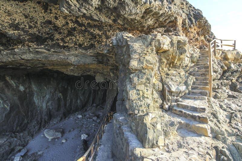 Ingang aan beroemd Caleta-negrahol op Fuerteventura royalty-vrije stock foto