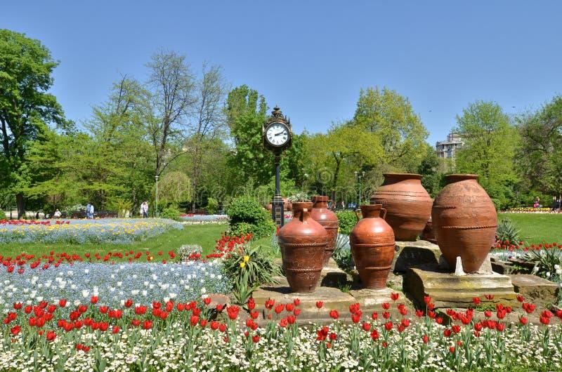 Ingang aan Cismigiu-park, Boekarest, in de lente stock afbeelding