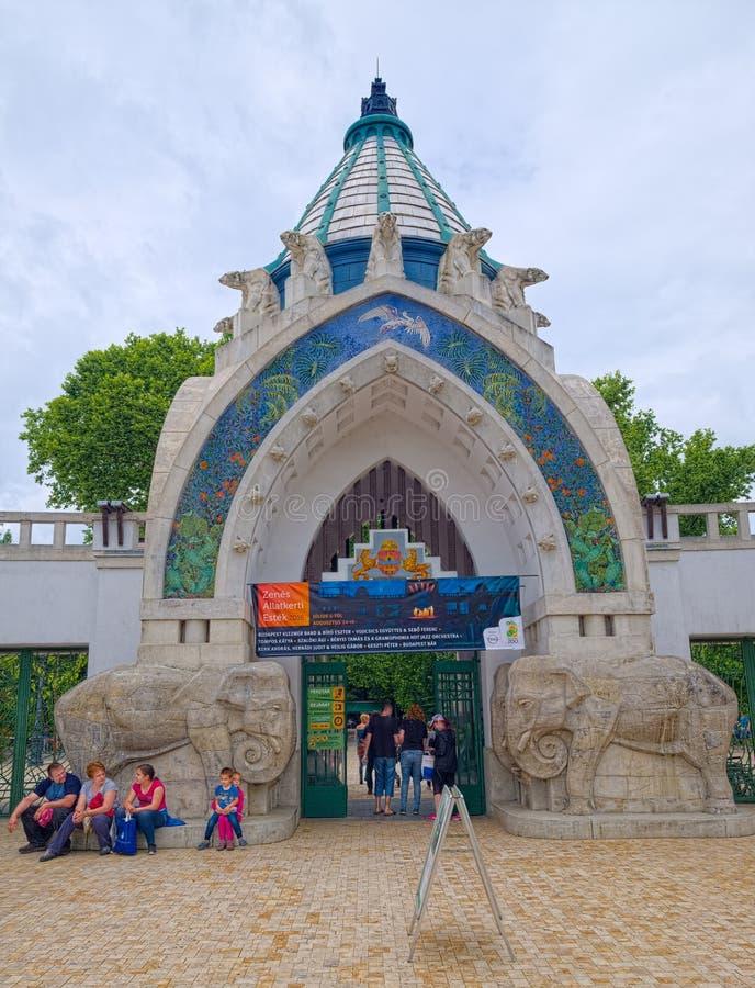Ingang aan de Dierentuin van Boedapest en de Botanische Tuin, Hongarije royalty-vrije stock afbeelding