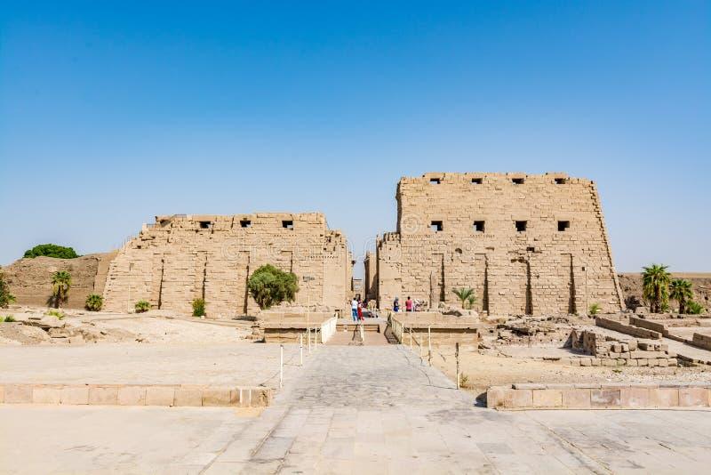 Ingang aan de Karnak-Tempel in Luxor, oude Thebes, Egypte stock fotografie