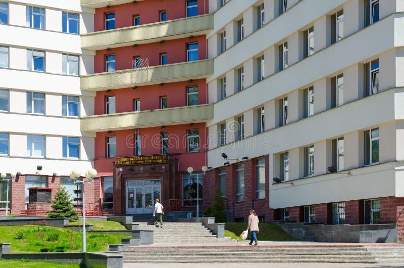 Ingang aan de onderwijs en laboratorium bouw van de Ordekenteken van Vitebsk van de Academie van de Eerstaat van Diergeneeskunde, royalty-vrije stock foto