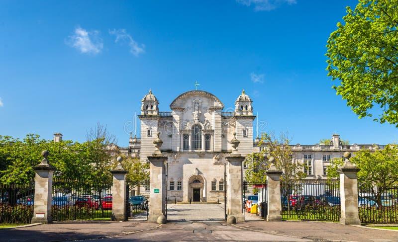 Ingang aan de Universiteit van Cardiff - Wales stock foto