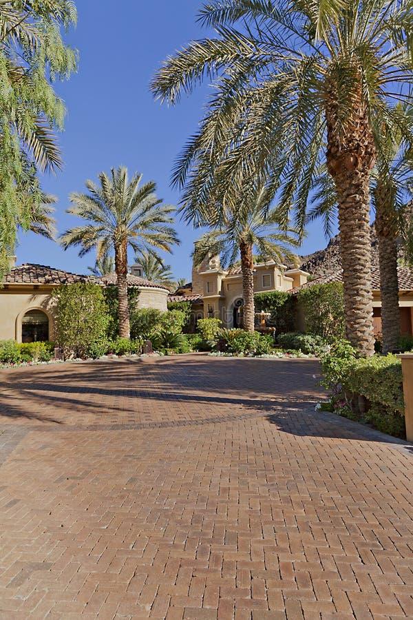 Ingang aan een mooie Californische huisbuitenkant royalty-vrije stock fotografie