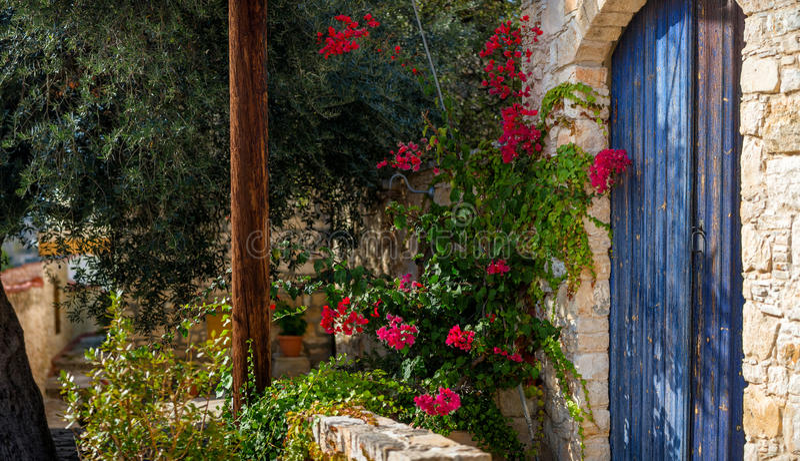 Ingang aan een traditioneel huis Lofoudorp, Limassol district, Cyprus royalty-vrije stock fotografie