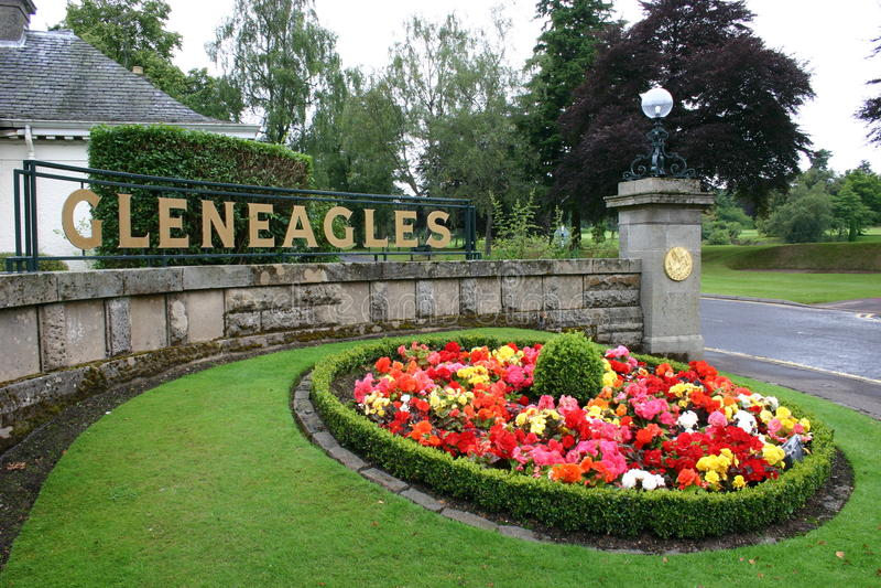 Ingang aan Gleneagles-golfcursus en hotel stock foto's