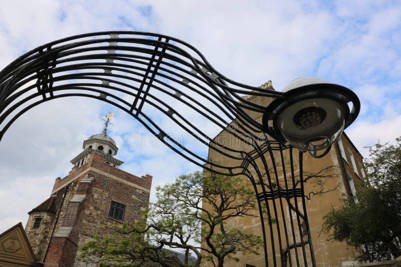 Ingang aan het Charterhouse gebouw in Farringdon van Londen - beeld stock foto