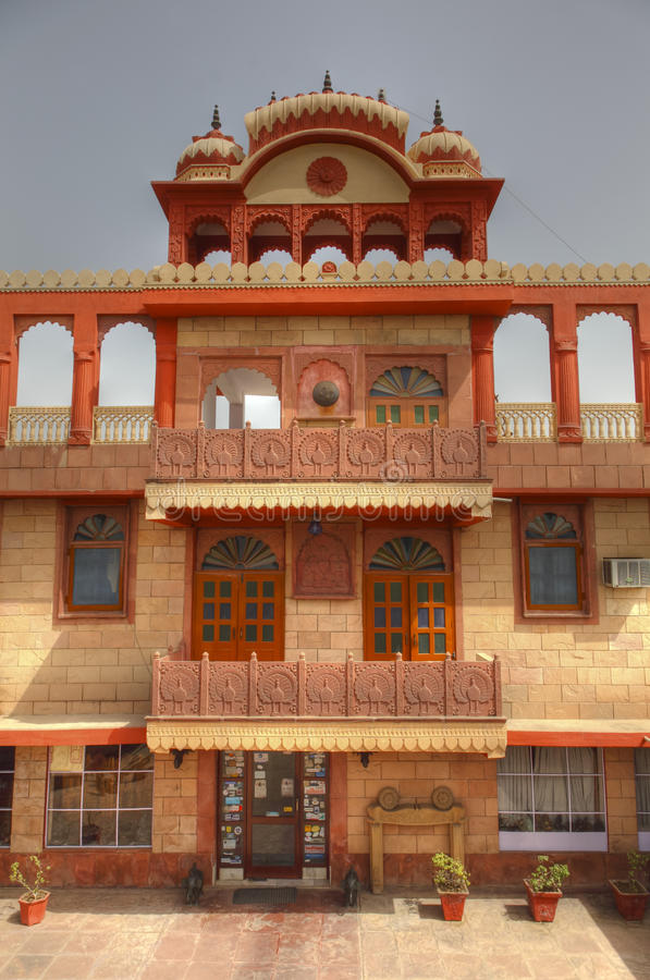 Ingang aan het Hotel van Rajasthan stock foto