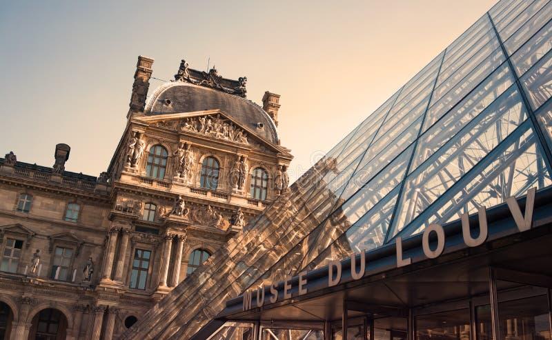 Ingang aan het Louvremuseum royalty-vrije stock afbeelding