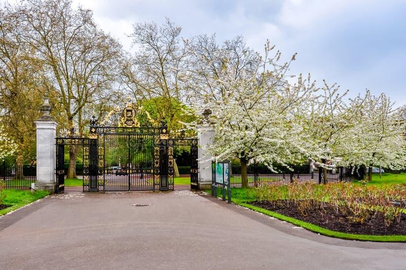 Ingang aan het park van de Regent, Londen, het Verenigd Koninkrijk stock foto's
