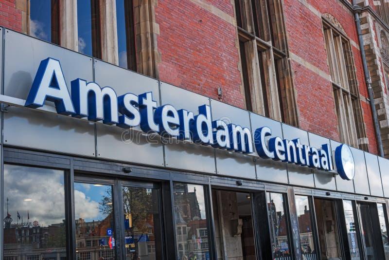 Ingang aan het station van Amsterdam Centraal stock afbeelding