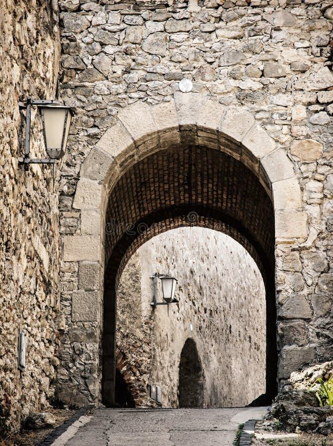 Ingang aan het Trencin-kasteel, Slowakije stock afbeeldingen
