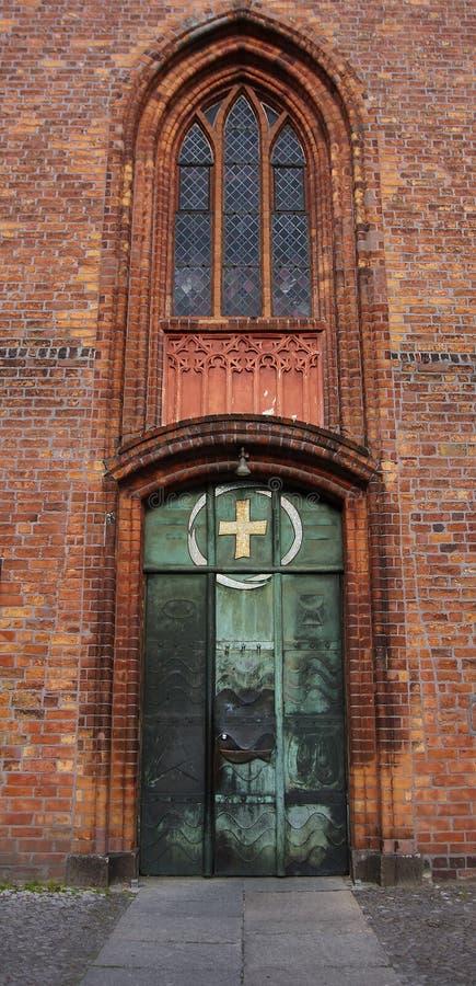 Ingang aan Kerk St Nicolas van Spandau (Berlijn) stock fotografie