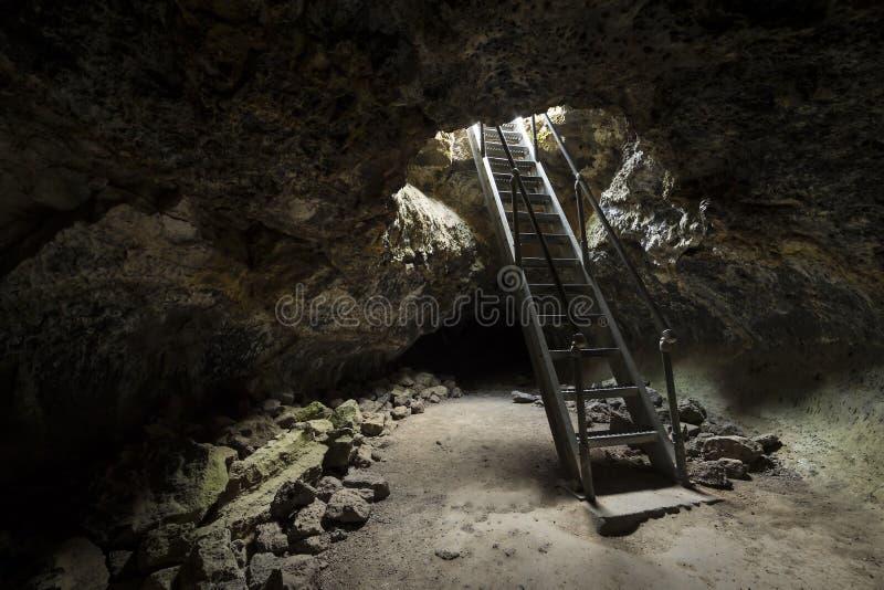 Ingang aan Lava Tubes stock afbeeldingen