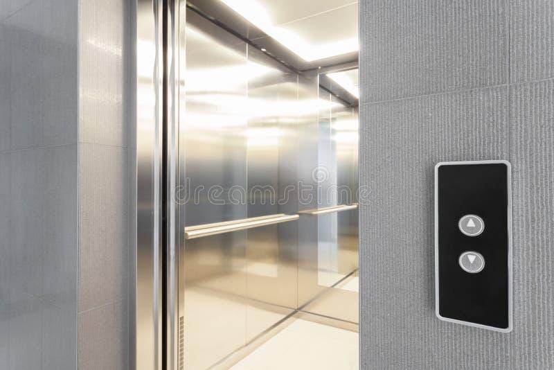 Ingang aan lift stock fotografie