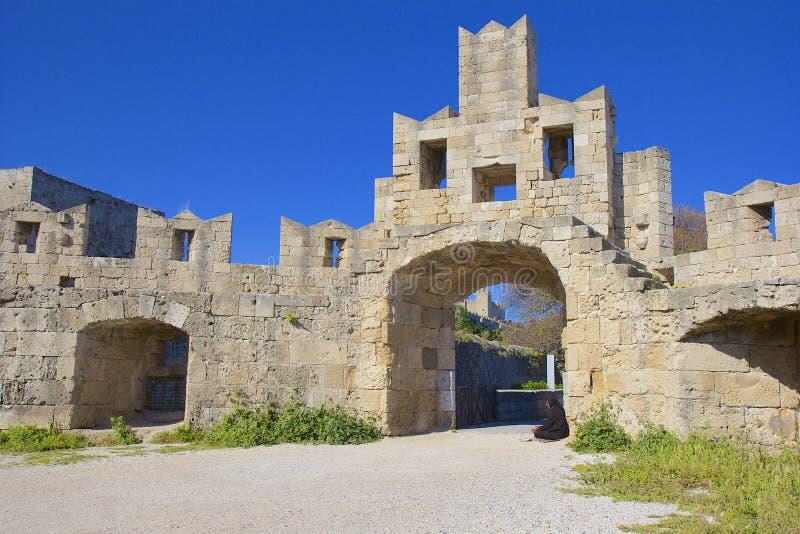 Ingang aan middeleeuwse Oude Stad van Rhodos, Griekenland royalty-vrije stock foto