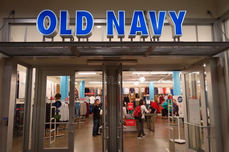 Ingang aan Oude Marineopslag die grote verkoop kenmerken royalty-vrije stock fotografie