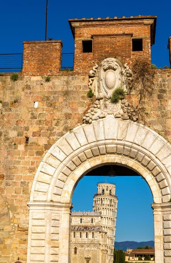 Ingang aan piazza deimiracoli in Pisa royalty-vrije stock afbeeldingen