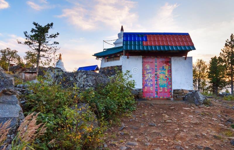Ingang aan Shad Tchup Ling Buddhist-klooster op berg Kachkanar Rusland stock foto