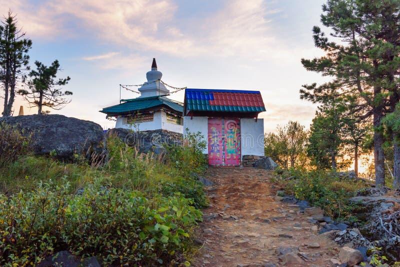 Ingang aan Shad Tchup Ling Buddhist-klooster op berg Kachkanar Rusland stock foto's