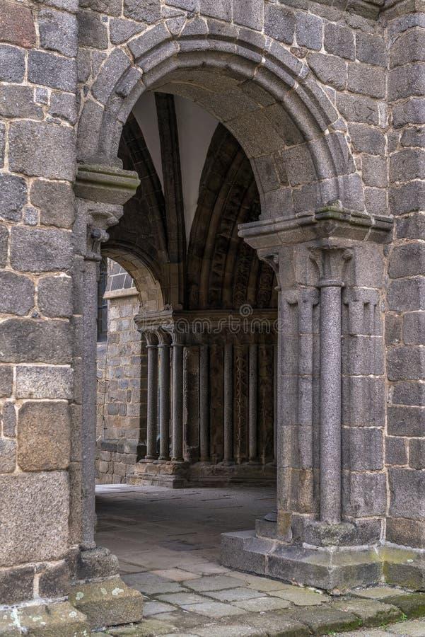 Ingang aan St Procopius Basilica in Trebitsch, Tsjechische Republiek stock afbeelding