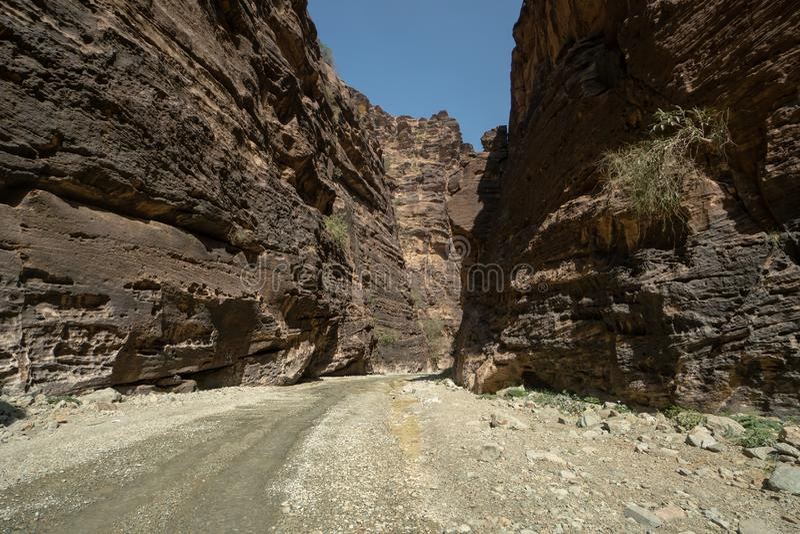 Ingang aan Wadi Lajab in Jizan-Provincie, Saudi-Arabië stock afbeeldingen