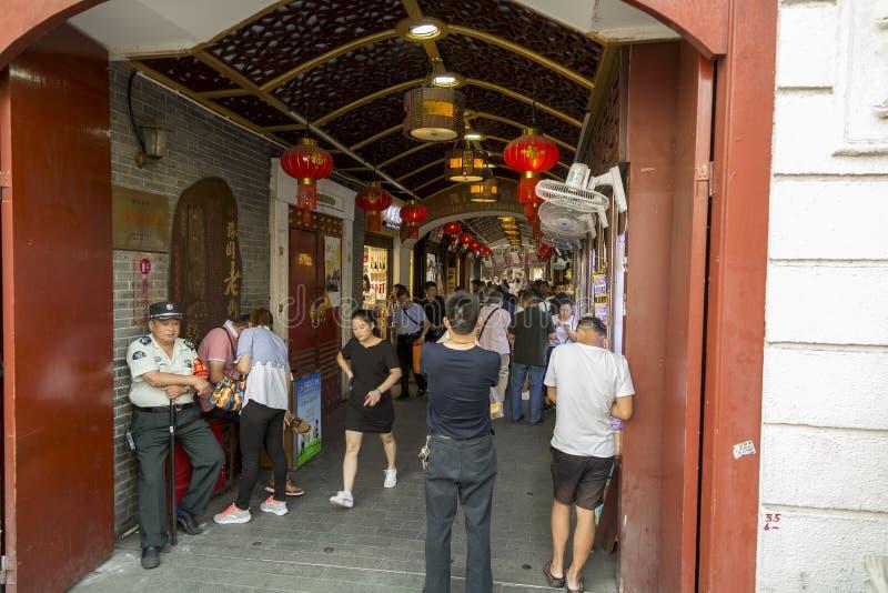 Ingang bij de Yu-tuin complex in Shanghai, China royalty-vrije stock afbeeldingen