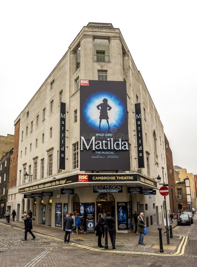 Ingang Cambridge Theater in Earlham Street in London West End-theaterdistrict, Verenigd Koninkrijk stock afbeeldingen