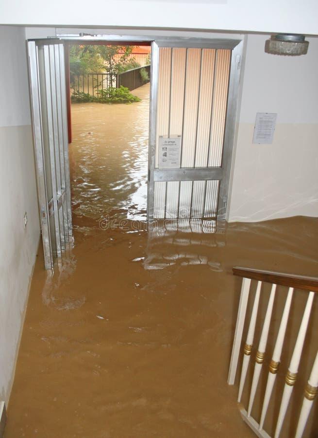 Ingang en trap van het Huis dat door modder 2 is binnengevallen stock foto
