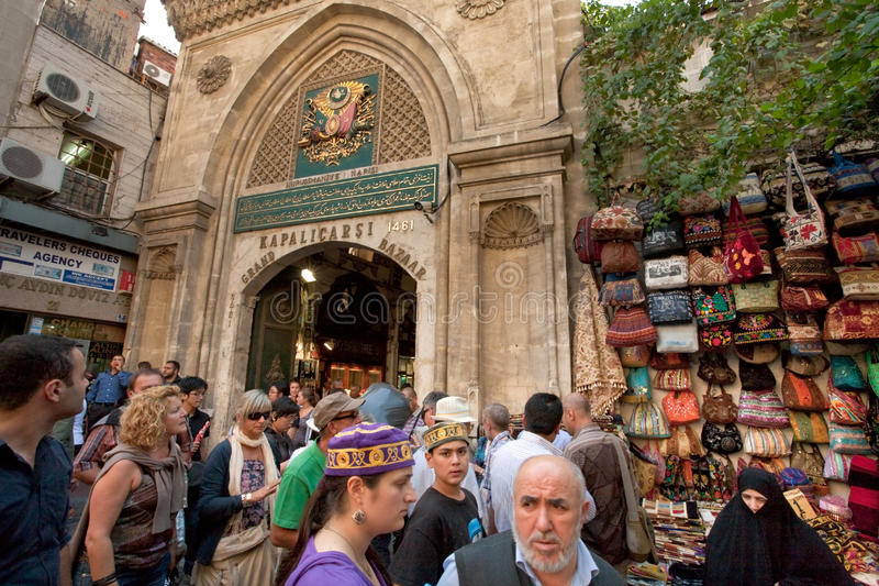 Ingang in Grote Bazaar in Istanboel, stock foto's