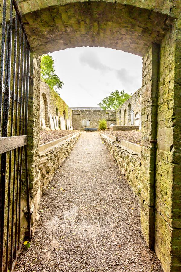 Ingang van Abbey Graveyard in Athlone-stad stock foto