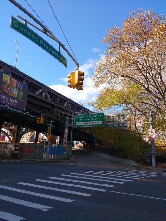 Ingang van de de Brug de Hogere Rijweg van ED Koch Queensboro, 59ste Straatbrug, Queens, NYC, de V.S. stock foto's
