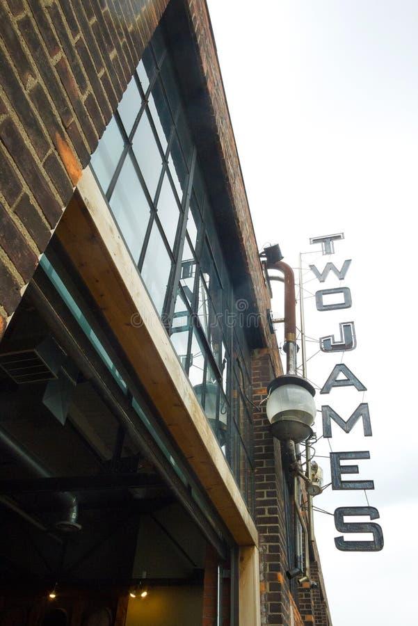 Ingang van de distilleerderijbouw in Detroit, Verenigde Staten stock fotografie