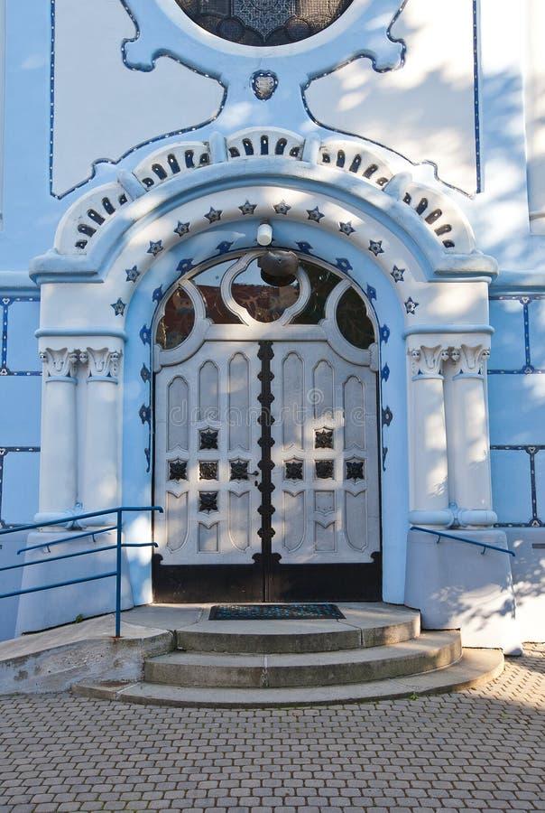 Ingang van de Kerk van St. Elizabeth (1913) in Bratislava stock foto